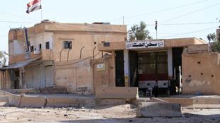 Des forces de sécurité syriennes devant la prison de Hasakeh, dans le nord-est de la Syrie, le 13 juillet 2015.