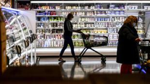 Los alimentos ultraprocesados suelen contener aromas, colorantes, emulsionantes y productos manipulados (aceites hidrogenados, almidones modificados), y son en su mayoría demasiado grasos, dulces y salados