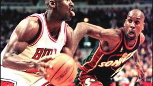 Michael Jordan lors d'un match contre Seattle à Chicago, en mars 1997