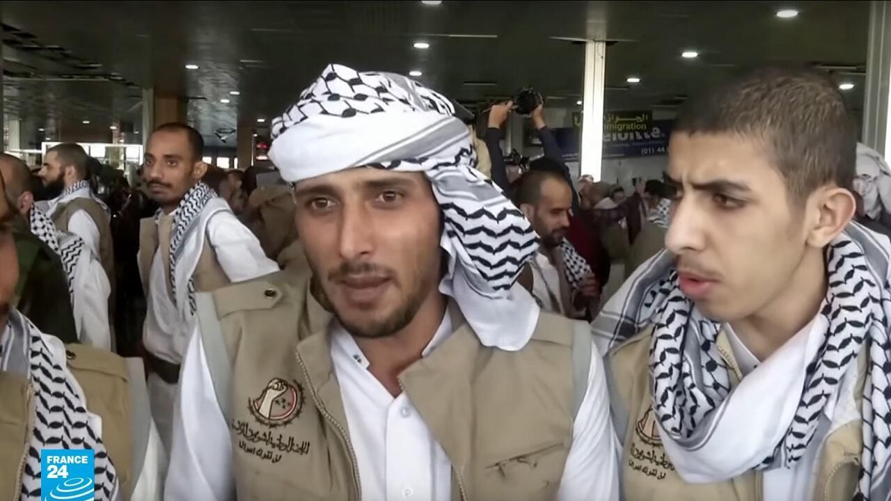 128 أسيرا من الحوثيين يعودون إلى صنعاء آتين من السعودية.