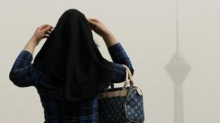 امرأة محجبة في العاصمة الإيرانية طهران