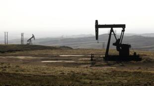 Le pétrole est l'une des principales sources de revenus de l'organisation terroriste de l'État islamique.