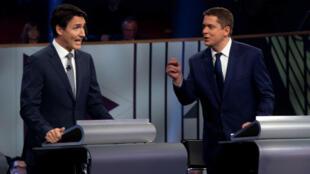El líder liberal Justin Trudeau y el líder conservador Andrew Scheer participan en el debate de los líderes federales en francés en Gatineau, Quebec, Canadá, el 10 de octubre de 2019.