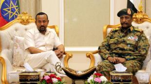 آبي أحمد التقى رئيس المجلس العسكري في السودان عبدالفتاح البرهان في الخرطوم. 2019/06/07.