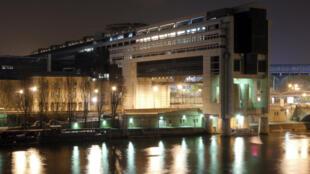 Le rapport parlementaire sur le renseignement français tire la sonnette d'alarme concernant l'espionnage économique.