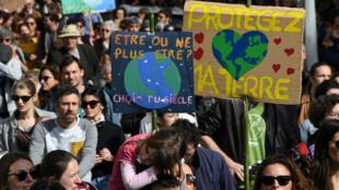 Le changement climatique est un sujet qui mobilise la jeunesse, comme ici vendredi 16 mars à Bordeaux.