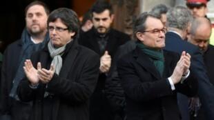 رئيس مقاطعة كاتالونيا السابق  (يمين) والرئيس الحالي في برشلونة في السادس من شباط/فبراير 2017