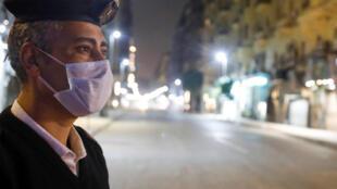 Un policier égyptien au Caire, le 25 mars 2020.