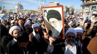 Partidarios del Gobierno participan en protestas en Irán.