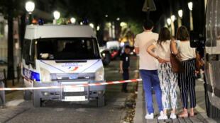 La policía aseguró el área después de que siete personas resultaran heridas en un ataque con cuchillo en el centro de París, Francia, el 10 de septiembre de 2018.
