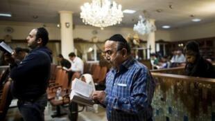 يهود في كنيس