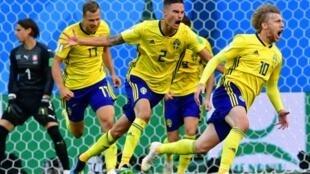 فروسبرغ يسجل هدف الفوز للسويد أمام سويسرا 2018/07/03.