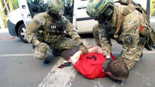 Un Français arrêté à la frontière ukrainienne le 21 mai 2016 est soupçonné d'avoir planifié des attentats en France.