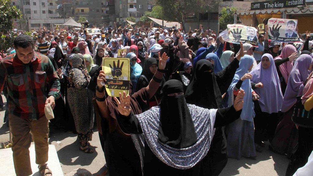 Des partisans de la confrérie des Frères musulmans manifestent au Caire, le 4 juillet 2014.