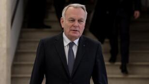 Jean-Marc Ayrault dénonce le rôle que jouerait Moscou pour destabiliser la présidentielle française.