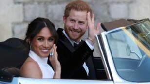 Le Prince Harry et son épouse Meghan Markle quittent le château de Windsor après les cérémonies de leur mariage, le 19 mai 2018 à Windsor