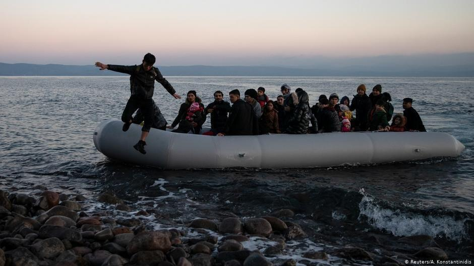 Imágenes de archivo de migrantes arribando a la isla griega de Lesbos.