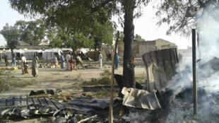 """Les équipes de MSF présentes sur place """"tentent de fournir des premiers secours d'urgence"""" à la centaine de blessés."""
