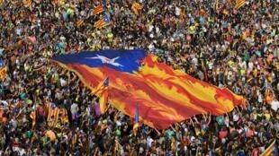 مظاهرة حاشدة في برشلونة تأييدا لاستقلال كاتالونيا عن إسبانيا