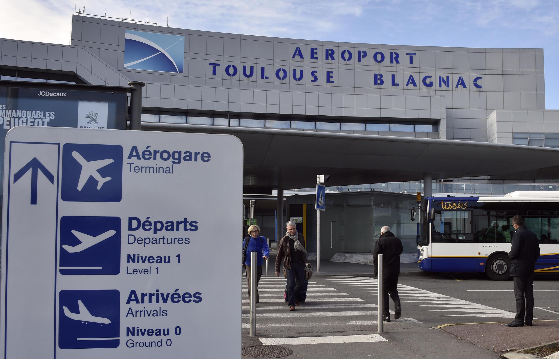 L'État reste actionnaire de l'aéroport à 10,01% et les collectivités locales à 40%.