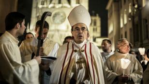 Le cardinal Philippe Barbarin (au centre) est accusé d'avoir couvert els agissements d'un prêtre pédophile.