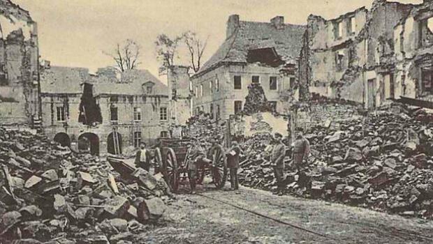 La ville de Longwy en Meurthe-et-Moselle après les combats du 22 août 1914
