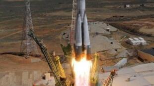 إقلاع الصاروخ الذي يحمل المركبة بروغرس من بايكونور في 28 نيسان/أبريل 2015
