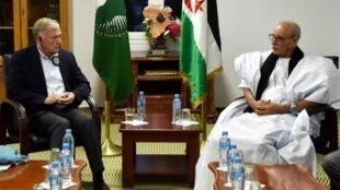 زعيم جبهة البوليساريو إبراهيم غالي مع المبعوث الأممي السابق إلى الصحراء الغربية هورست كوهلر، 19 تشرين الأول/ أكتوبر 2017.