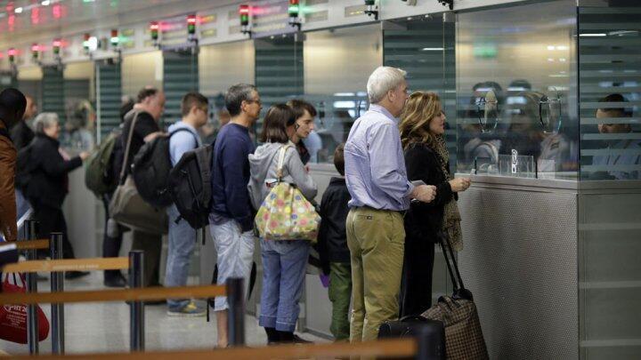 مطار رواسي شارل ديغول بضواحي باريس