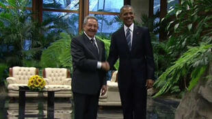 Poignée de main historique entre Raul Castro et Barack Obama, le 21 mars.
