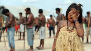 Des Indiens munduruku du Brésil manifestent, le 6 juin 2013 à Brasilia, contre la construction du barrage de Belo Monte.