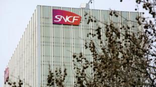"""La SNCF a été condamnée, lundi 21 septembre 2015, pour """"discrimination dans l'exécution du contrat de travail"""" et """"dans les droits à la retraite"""", selon un jugement consulté par l'AFP."""