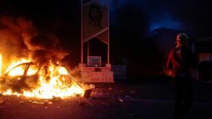 Vehículo incendiado durante manifestación en Managua, Nicaragua, el 31 de mayo de 2018.