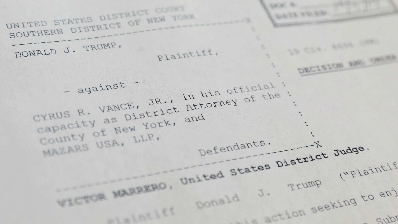 Copia impresa de un fallo emitido por un juez federal que dice que el presidente Donald Trump debe entregar ocho años de declaraciones de impuestos a los fiscales de Manhattan en Nueva York, EE. UU., el 7 de octubre de 2019.