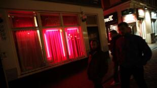 Vitrine du quartier rouge d'Amsterdam, le 15 novembre 2012.