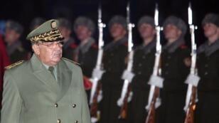 رئيس أركان الجيش أحمد قايد صالح في أوكرانيا، 26 ديسمبر/كانون الأول 2007