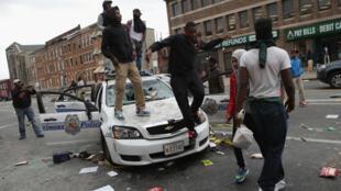 Des manifestants à Baltimore, le 27 avril 2015.