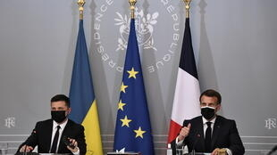 Ukrainian President Volodymyr Zelensky (left) and French President Emmanuel Macron hold a news conference following their meeting at the Élysée Palace in Paris, France on April 16, 2021.