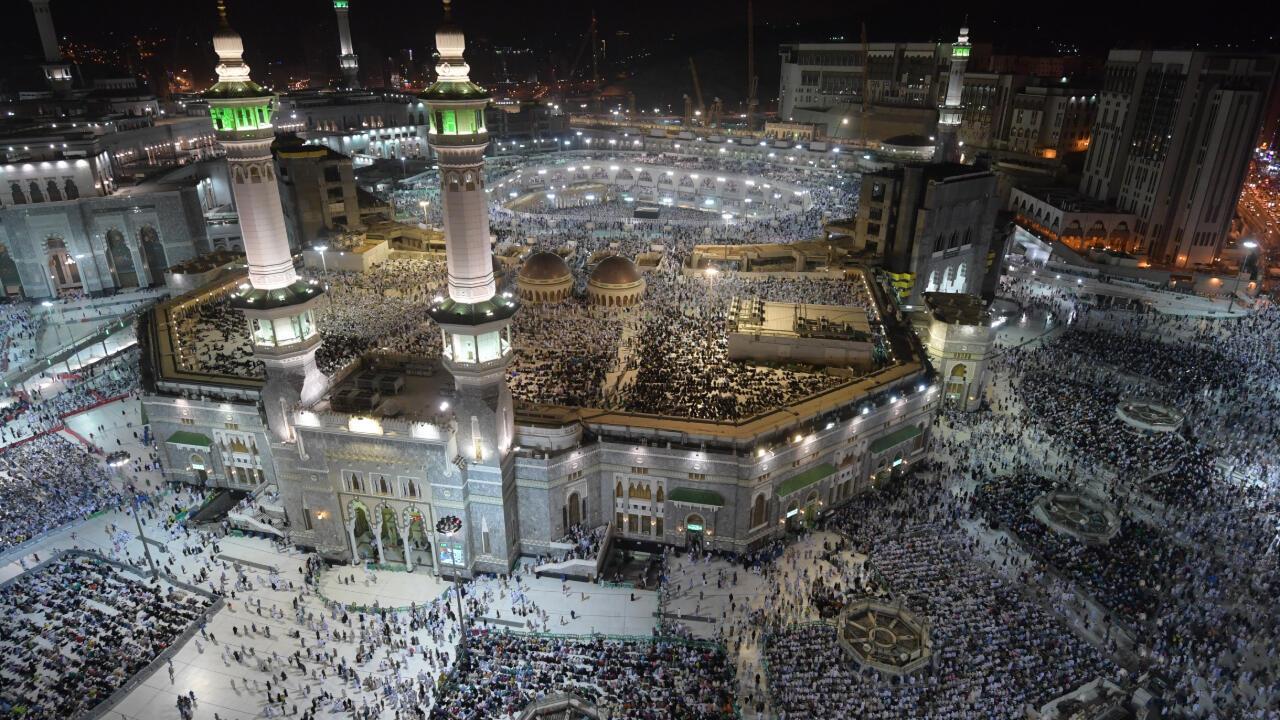 Peregrinos musulmanes se reúnen en la Gran Mezquita de la ciudad santa de La Meca, en Arabia Saudita, el 7 de agosto de 2019.