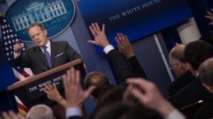 Sean Spicer est devenu l'une des principales cibles des médias dans l'équipe Trump.