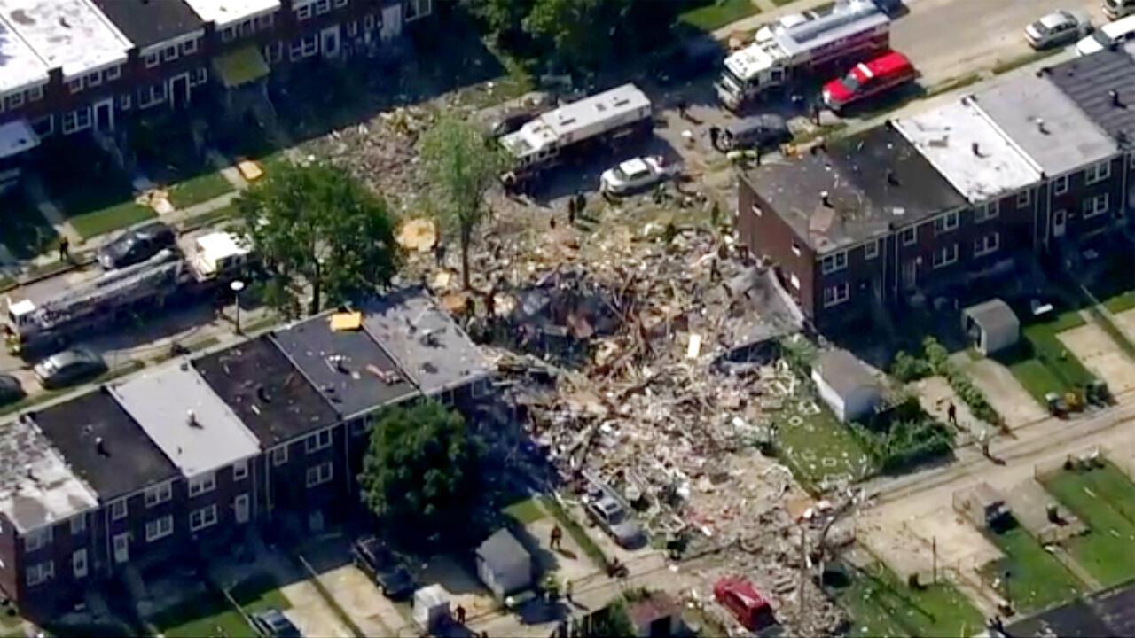 Esta foto proporcionada por WJLA-TV muestra la escena de una explosión en Baltimore, EE. UU., el lunes 10 de agosto de 2020.