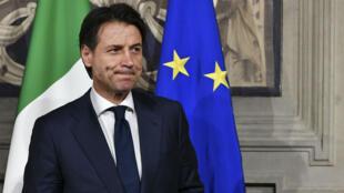 Désigné pour former un gouvernement, Giuseppe Conte à finalement renoncé au grand dam du Mouvement 5 Étoiles (M5S, populiste) et la Ligue (extrême droite).