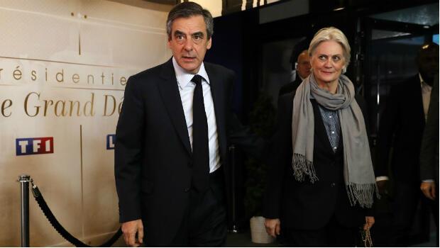 François Fillon et sa femme Pénélope sont arrivés ensemble lors du premier débat de la présidentielle le 20 mars 2017.