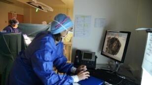 وحدة جراحية في معهد كوري في باريس في الرابع من تشرين الثاني/نوفمبر 2014