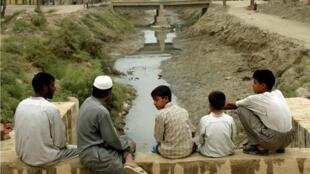 El suministro de agua en Najaf, Iraq es cada vez más escaso. Foto archivo del 30 de octubre de 2002.