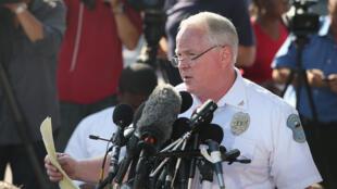 Thomas Jackson, chef de la police de Ferguson, au moment de révéler le nom du policier incriminé, le 15 août 2014.