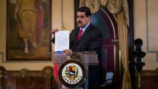 El presidente de Venezuela Maduro aboga para sostener un encuentro con su homólogo colombiano Juan Manuel Santos