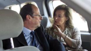 الرئيس فرانسوا هولاند مع صديقته السابقة الصحفية فاليري تريرفيلر