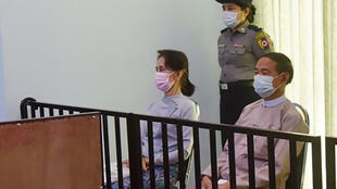 Aung San Suu Kyi (left) and detained president Win Myint (right) during their first court appearance in Naypyidaw