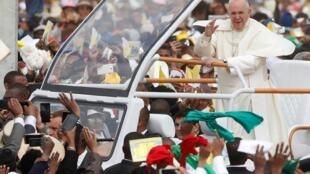 El papa Francisco antes de la misa dominical en Antananarivo, Madagascar, el 8 de septiembre de 2019.